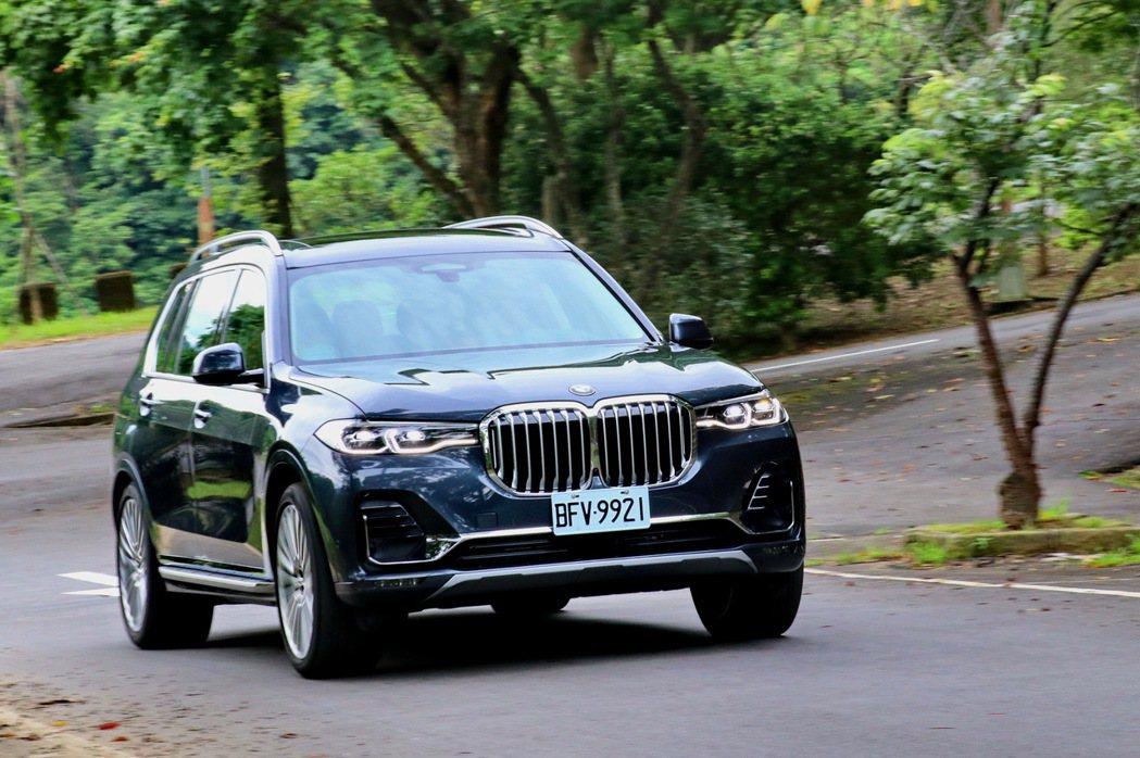 即便是龐然大物如X7,但是BMW依然有辦法將操控靈魂注入其中。 記者陳威任/攝影