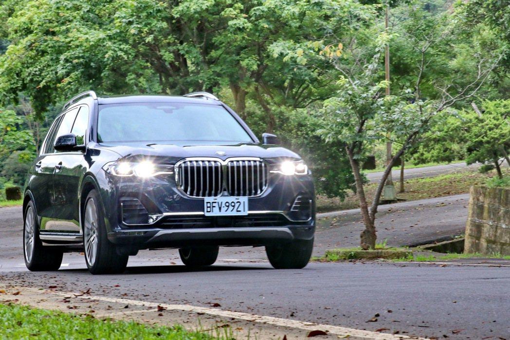 BMW全新推出品牌首款正七人座休旅X7,國內引進xDrive40i單一編成。 記...