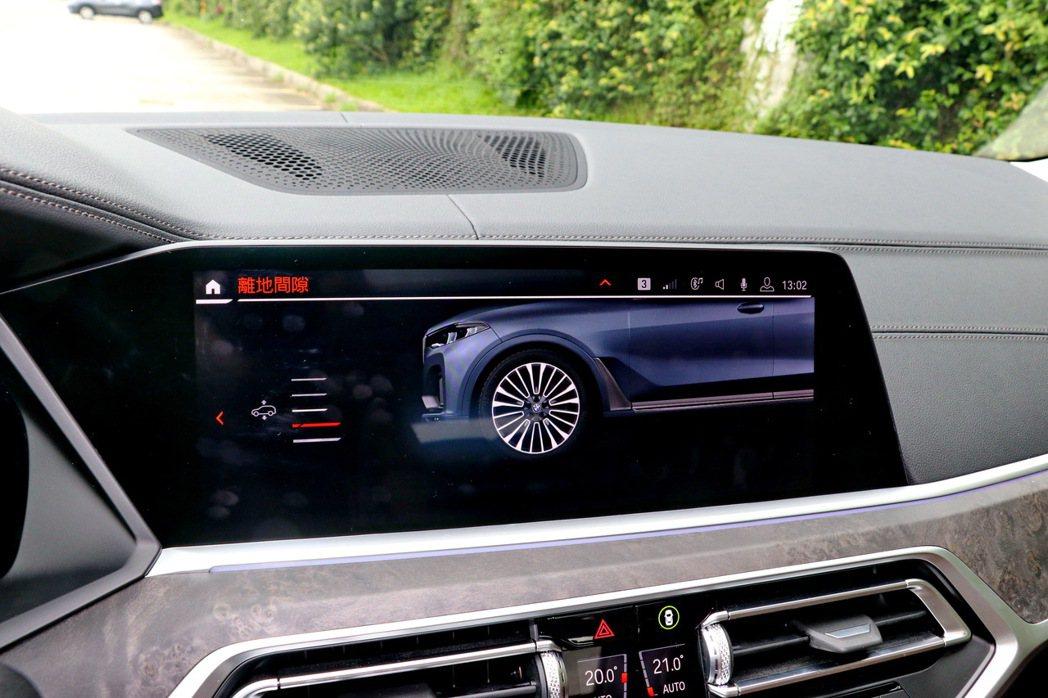 X7提供手動調整車高。 記者陳威任/攝影