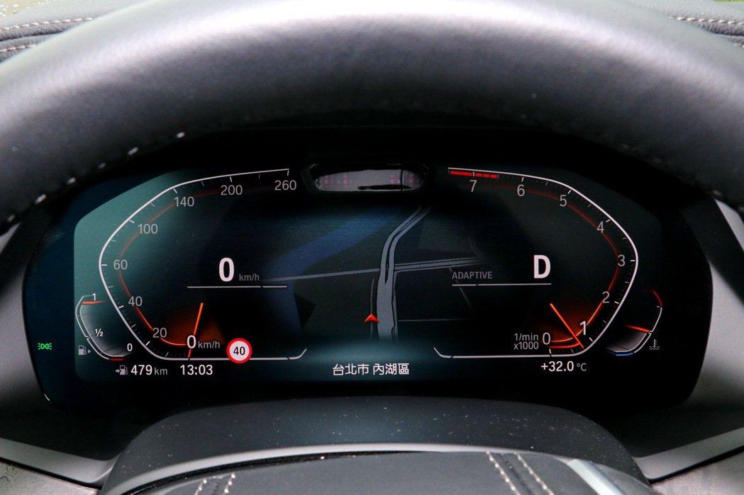 12.3 吋的虛擬數位儀表板提供豐富行車資訊更整合了導航及主動安全科技顯示。 記...