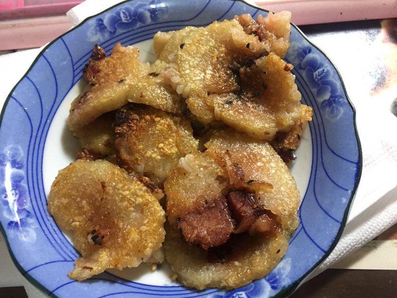 一名女網友秀出小時候阿嬤做給她吃的煎肉粽,讓許多網友看了直流口水。 圖/翻攝自爆廢公社