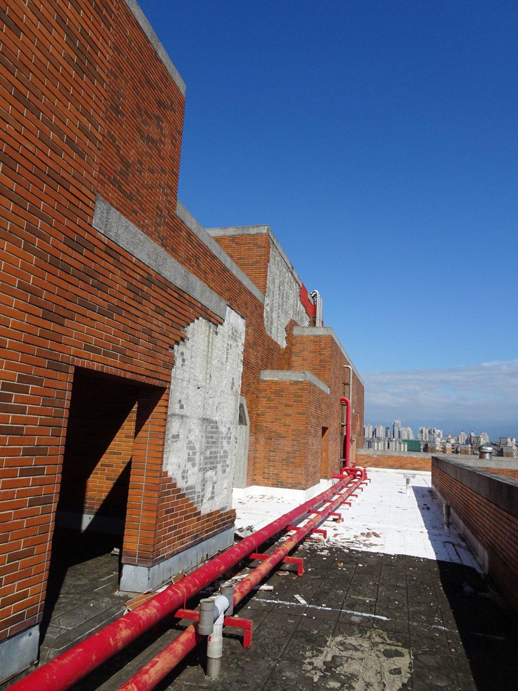 「交大華廈社區」屋齡超過20年,面臨外牆老化問題。圖/新竹市政府提供