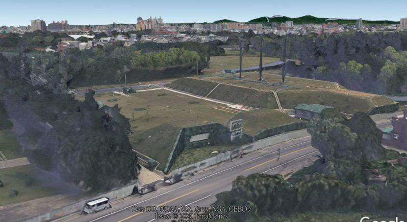 Google衛星地圖重啟桃園等4個都會區立體3D影像圖資功能,無意間曝光近年我在桃園龍崗新建的北部地下備援作戰指揮中心,當地非屬軍事管制區。圖:取自GOOGLE EARTH