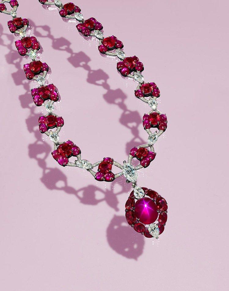 佳士得呈獻陳智安設計19.53克拉緬甸天然星光紅寶石吊墜項鍊,估價約1,800萬...