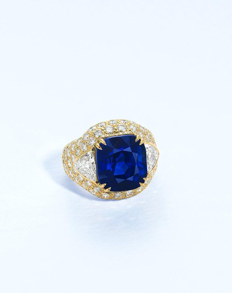 佳士得呈獻14.70克拉喀什米爾天然藍寶石戒指,估價約400萬港元起。圖/佳士得...
