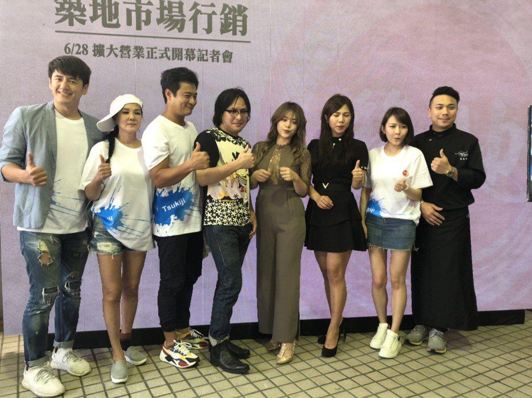 范植偉(左4)出席海產店活動。記者陳建嘉攝
