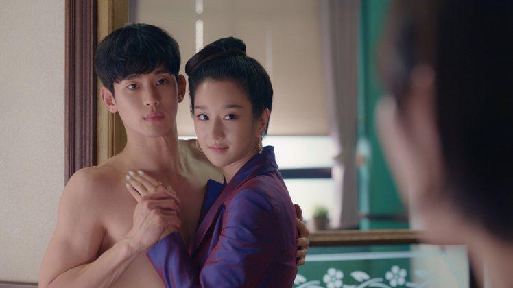金秀賢跟徐睿知拉扯間正好被暗戀金秀賢的南朱里目擊。圖/摘自Netflix