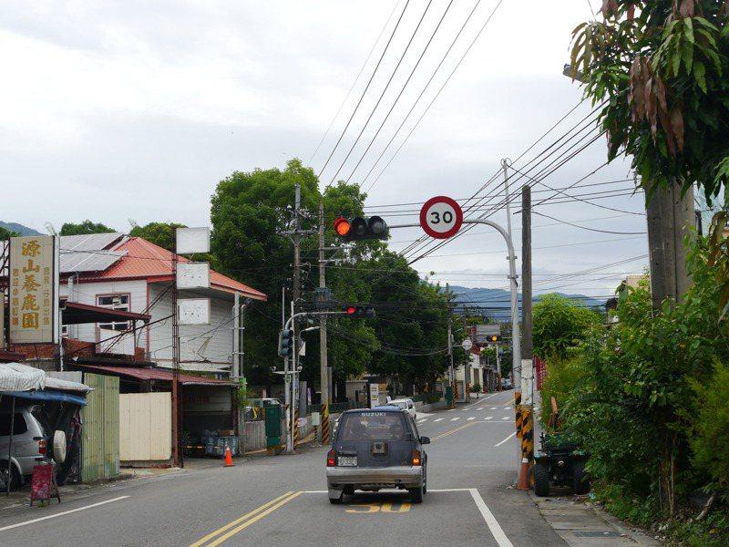 台20線南橫公路是山區道路,沿線限速30公里,根據警方提供資料,2月份取締件數近千件最高,5月份只剩百件左右。記者徐白櫻/攝影