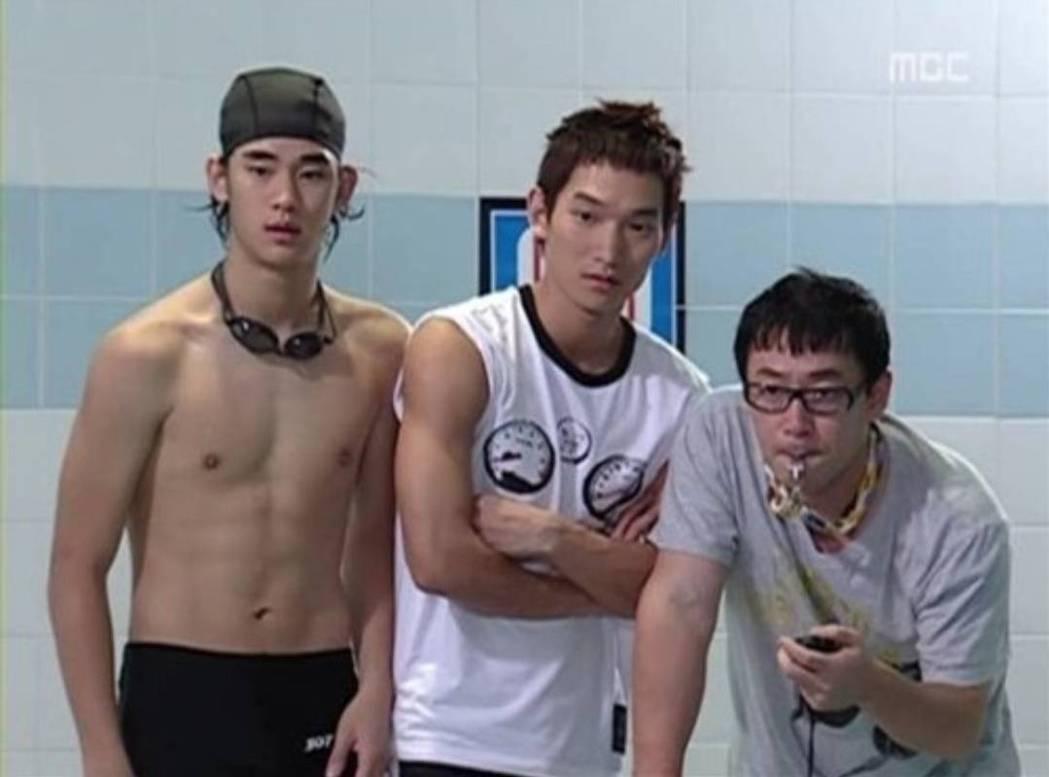2007年剛出道的金秀賢(左)已經有肌肉標配。圖/摘自MBC