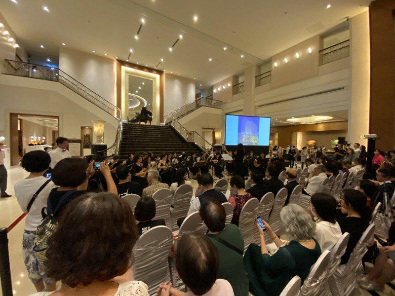 台南大億麗緻酒店晚上營業最後一天舉辦音樂會送客。記者修瑞瑩/攝影