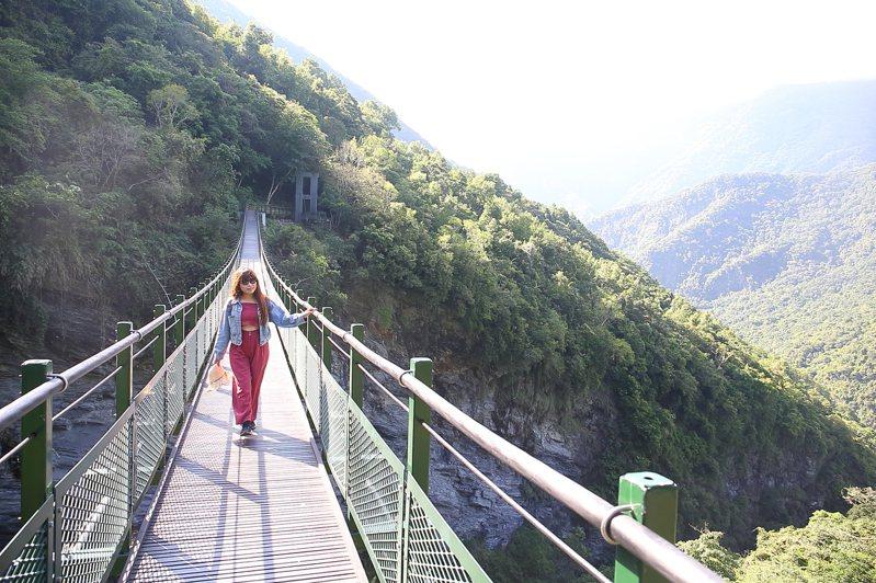 新設立的山風一號橋視野遼闊、風景秀麗,是步道上新興的打卡熱點。記者陳睿中/攝影