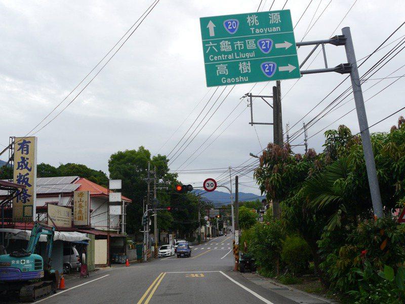 南橫公路高雄天池路段復通不到半年,出遊人數急遽下滑,不少遊客認為沿線山路全部限速30公里,不合理。記者徐白櫻/攝影