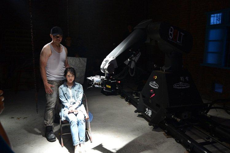八大使用高規格攝影器材BOLT(高速攝影機械臂)拍攝驚悚預告片。圖/八大提供