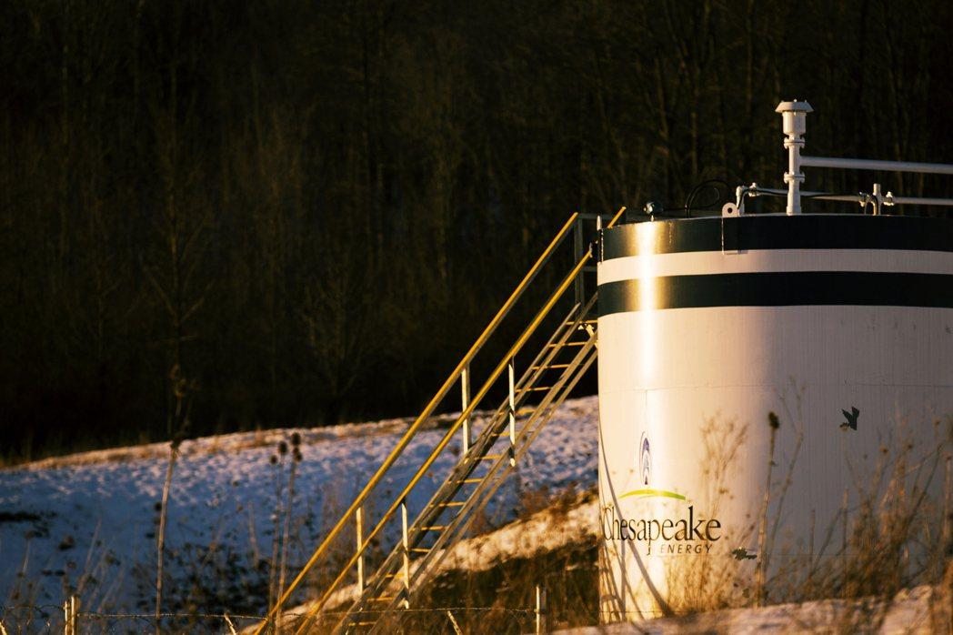 在市場獲利前景堪慮,且疫情當前能源需求長期看衰的狀態下,作為頁岩油界「一代巨人」...