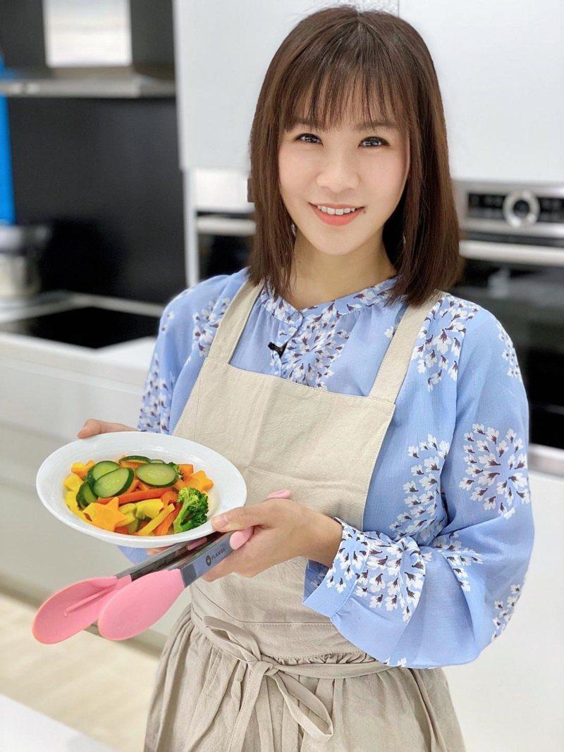 亞里推廣健康蔬食多年,被粉絲視為「蔬食女神」。 圖/經紀人提供