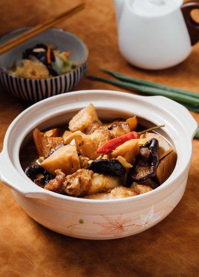 Amy老師快速上菜示範:竹筍燒肉。 圖/幸福文化提供