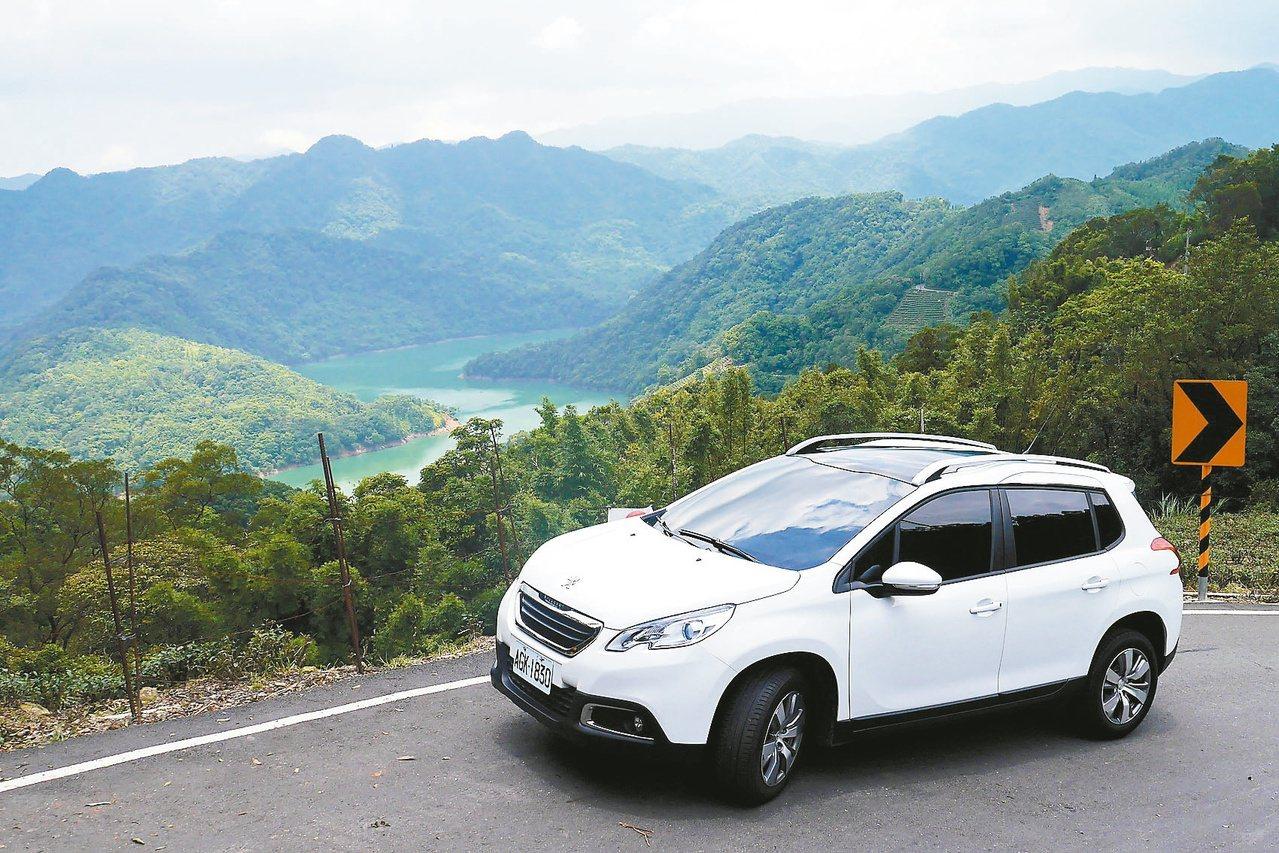 開著車到鄰近景點旅遊,舒展身心又可以說走就走。 圖/陳威任 攝影