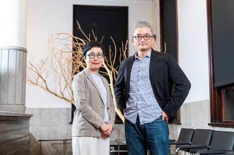 AI Labs創辦人杜奕瑾(圖右)跟文策院董事長丁曉菁。 圖/吳欣穎攝影