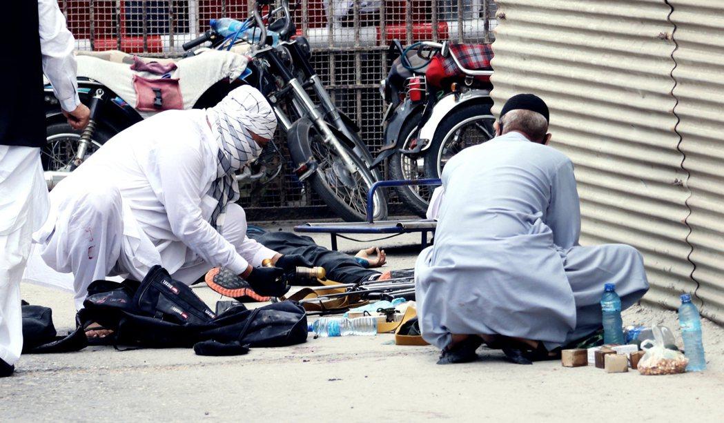 巴基斯坦第一大城喀拉蚩,29日上午爆發嚴重的恐怖攻擊,4名武裝槍手突然襲擊位於市...