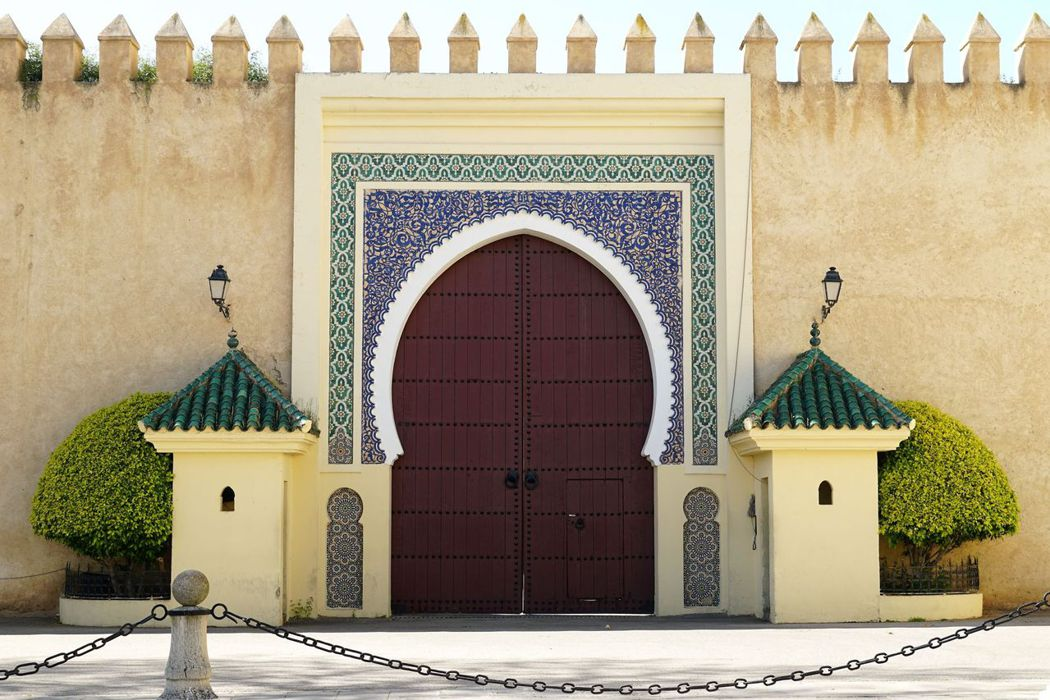 皇宮側門,藍、綠色和老城的藍色城門相呼應。