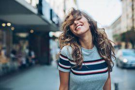 如何在忙碌的生活中,再對自己更好一點?30歲女人要懂19個「美好形象」練習:適量飲酒、更要經常微笑