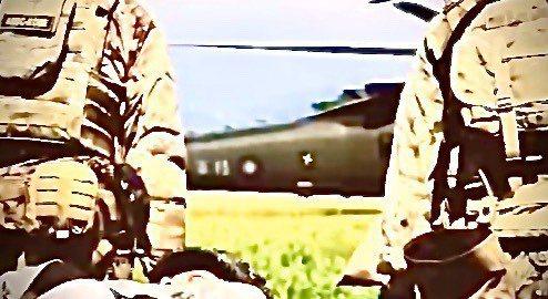 美軍特戰第一總隊去年公布「EXCELLENCE」(卓越)部隊形象一片,片中直升機尾桁上「陸軍」與國徽在片中一閃而過,顯示美軍位置在台灣。圖/擷取自美軍特戰第一總隊官方臉書粉絲專頁「EXCELLENCE」影片