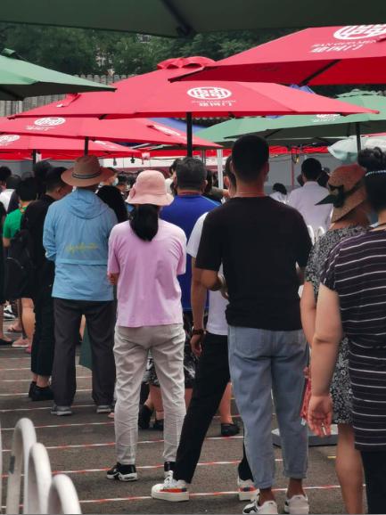 北京市政府要求,對集中隔離點的飯店全體員工進行核酸檢測。記者賴錦宏/攝影