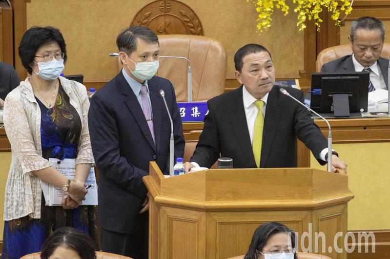 新北市長侯友宜(右)表示,目前招商金額已達1016億元,今年1500億元招商目標沒有問題。記者王敏旭/攝影