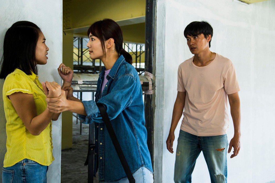 黃鐙輝(右起)與李又汝、郭雅茹上演糾結三角戀。圖/民視提供