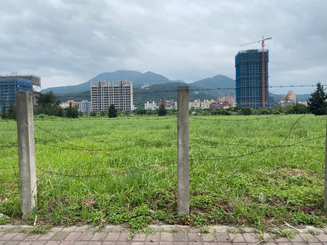 八里台北港特定區第二種產業專用區公告招商,可供企業興建企業營運總部、智慧製造、物...