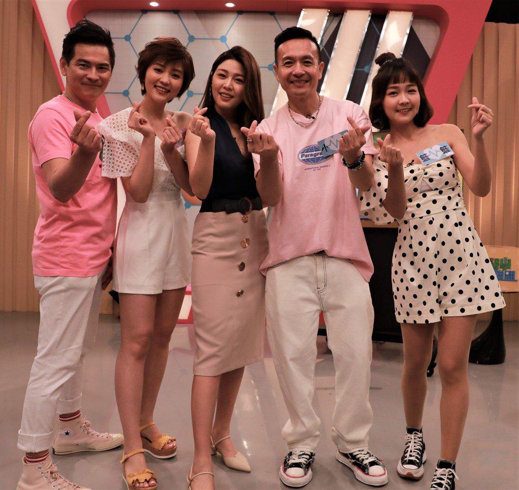 馬國賢(左起)、瑭霏、主持人白家綺、籃籃以及小鐘上「醫學大聯盟」。圖/民視提供