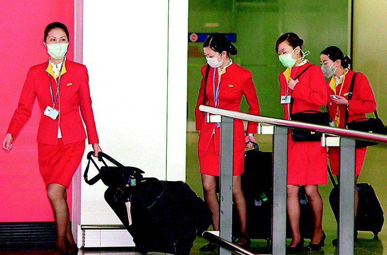 受疫情影響,不少空姐都被減班休息。圖/聯合報系資料照片