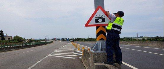 彰化警方將在台61線彰化路段設置三腳架機動測速取締。圖/彰化縣交通隊提供