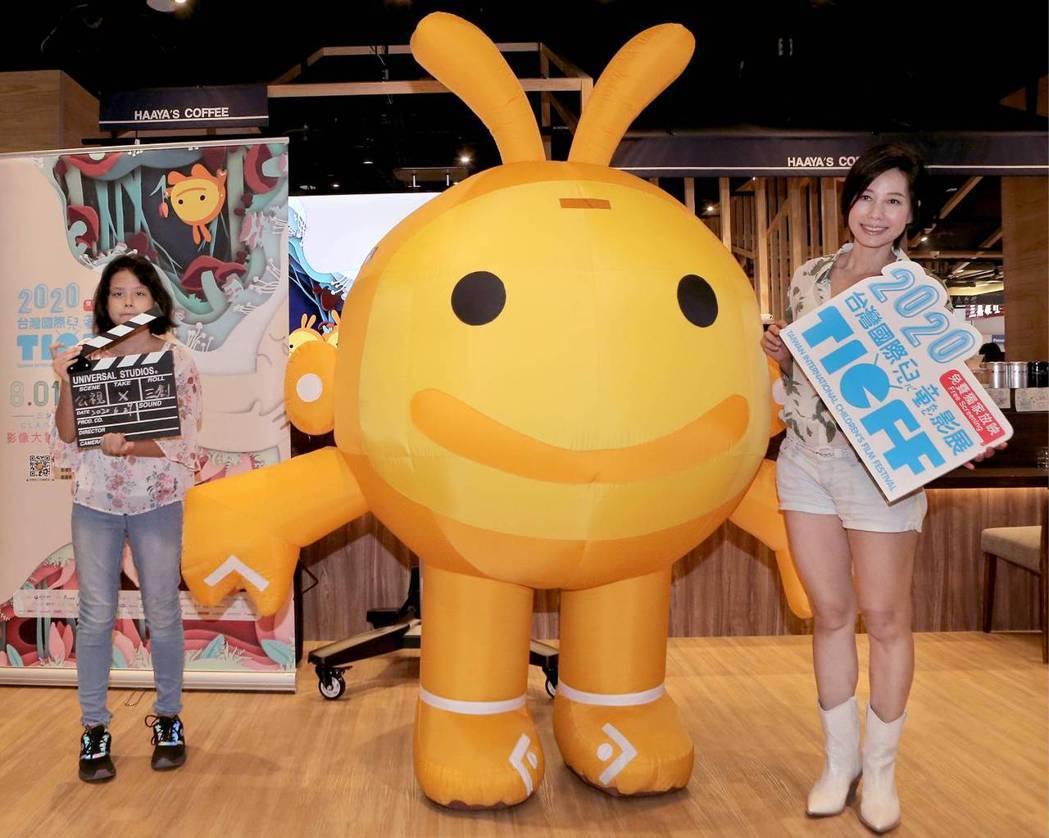 丁寧攜女兒李得怡(左)共同推薦「2020台灣國際兒童影展」。圖/公視提供