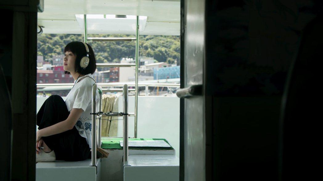 于晴在蘇慧倫「戀戀真言」MV演出癡情的女生。圖/相信音樂提供
