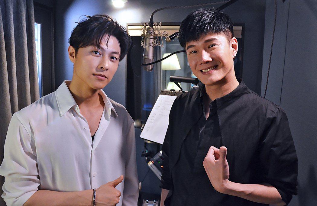 張與辰(右)和王子邱勝翊(左)一起合作翻唱韓劇OST歌曲。圖/種子音樂提供