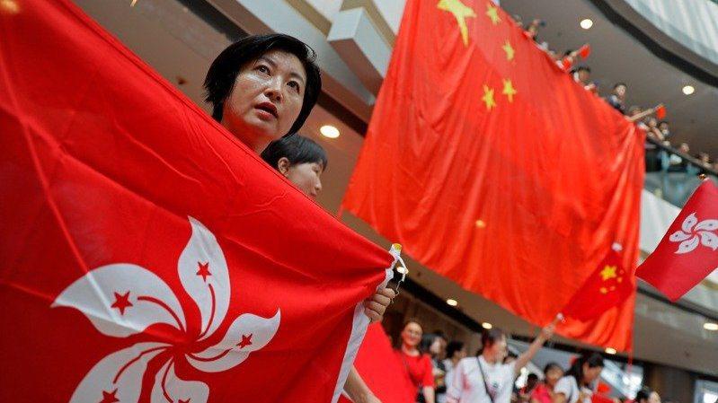香港電台報導,「港區國安法草案」已經在會上表決,並獲162名常委全票通過。(美聯...
