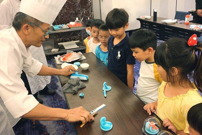 台北喜來登大飯店「寶貝夏令營」推出鹽雕課程。圖/台北喜來登提供
