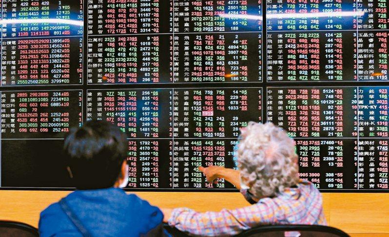 台股昨(29)日雖然重跌逾118點,在仍守穩在月線關卡之上,再加上美股反彈,資金行情的動能下,預期台股仍可望維持多方氣勢。報系資料照