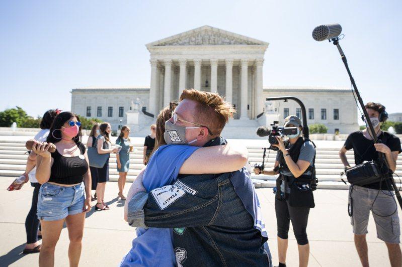 最高法院29日駁回路易斯安納州爭議的墮胎限制法令,支持者視此為重大勝利,但仍憂慮前途坎坷。 歐新社