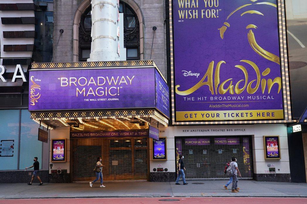 圖為位於美國紐約時代廣場的一家劇院。 路透