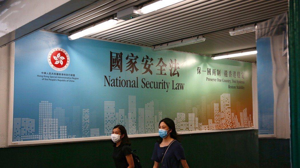 趕在北京即將表決港區國安法前,美國商務部長羅斯宣布,撤銷香港特殊地位,暫停對港執...