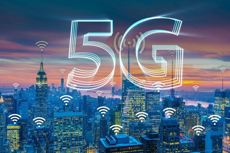 5G正式開台,何時該升級5G,3C部落客林小旭坦言,「完全不用急」,畢竟初期5G手機不多、涵蓋率不強、資費可能更便宜。示意圖/Ingimage