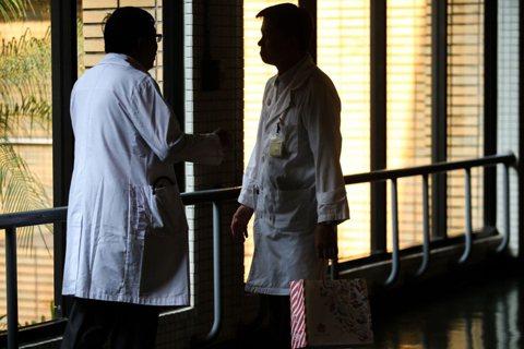 自費醫材差額必要之惡?健保吃不飽,截長補短的醫療現狀