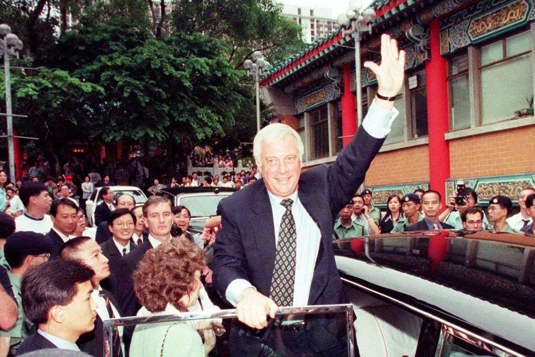 「末代港督」彭定康被英國賦予了移交香港主權予中國的「光榮撤退」任務,在1992至...