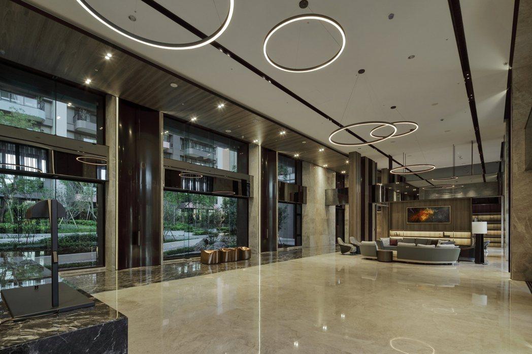 大廳挑高7.8米。