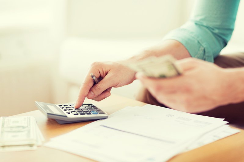 一名網友PO文表示,自己新工作年薪大約37萬元左右,家人卻不能接受這樣的薪資,讓他好奇「男生年薪37萬算低嗎?」示意圖/ingimage
