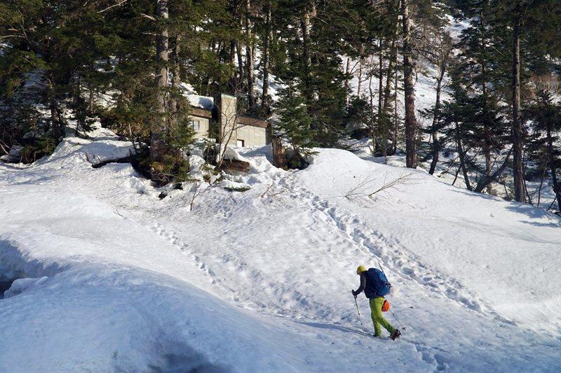 日本槍岳登山路線上的滝谷避難小屋。 圖/作者自攝