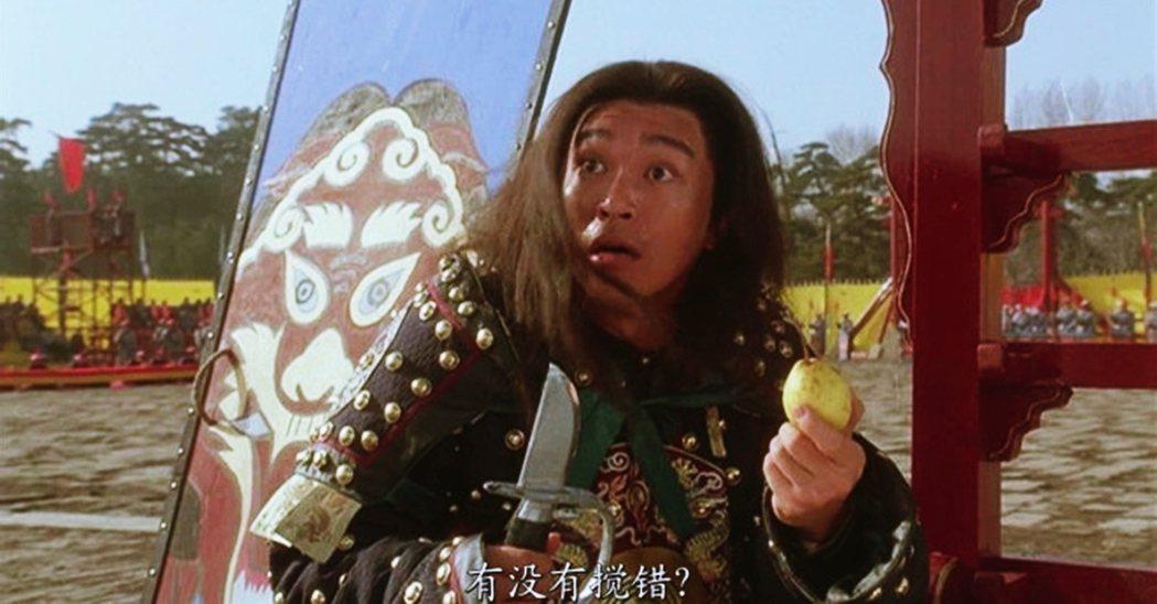 周星馳主演、導演陳嘉上在1992年的電影《武狀元蘇乞兒》。本片是在北京拍攝,劇中...
