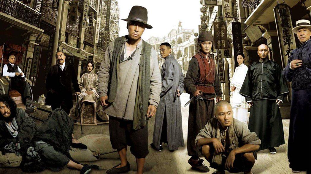 《十月圍城》的重點在它是2009年上映,這一年正是中國建國六十年,在中國有「獻禮...